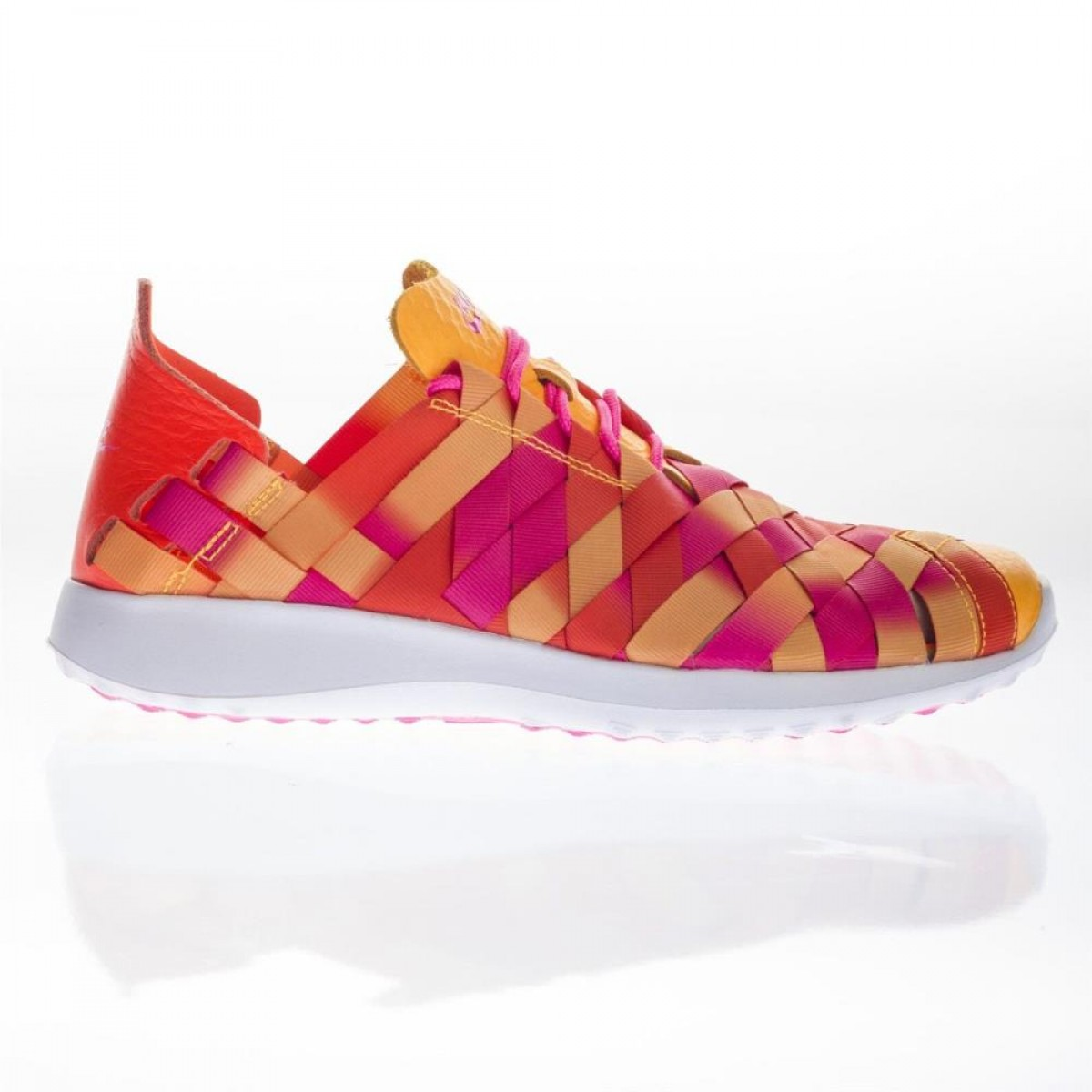 reputable site 669fa 253f3 Nike Women s Juvenate Woven Low Top Trainers